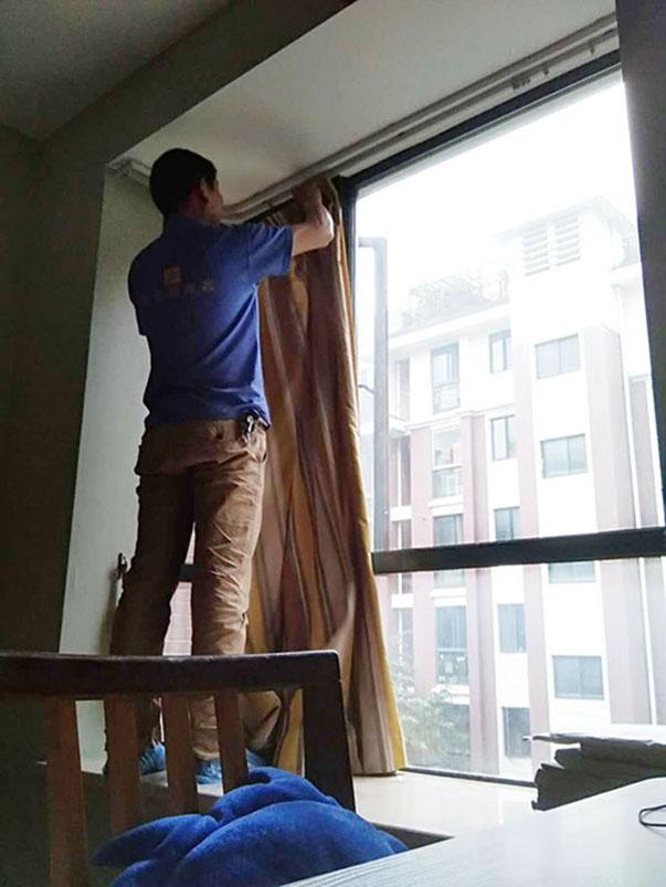 清洗家庭窗帘找哪个公司